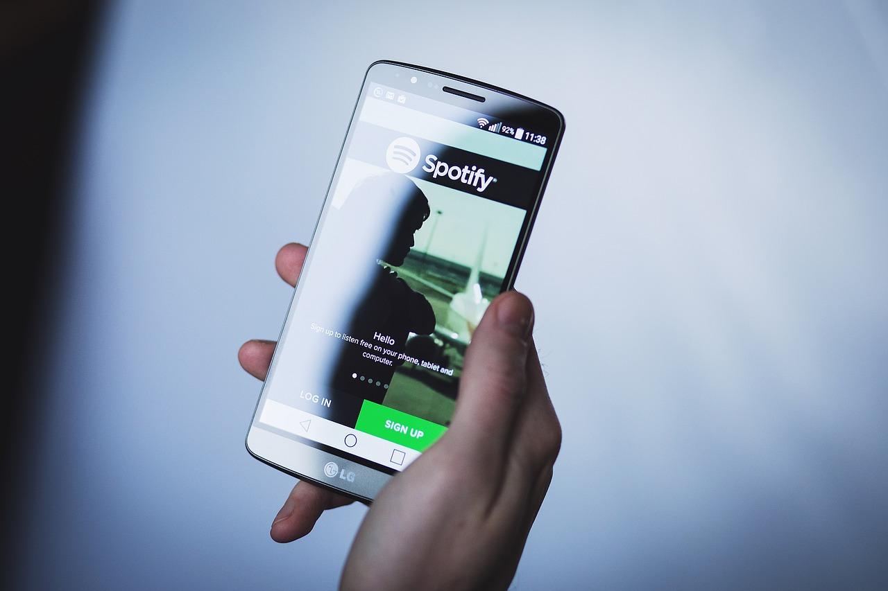 être diffusé dans les playlists Spotify